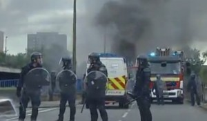 Riots In U.K. lead to travel advisories in many countries as police in riot gear fight to bring control back to the country.